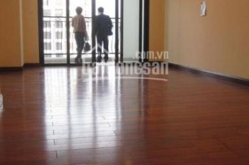 Cho thuê căn hộ chung cư Royal City tầng 18, 105m2, 2 phòng ngủ, 14 tr/tháng. LH: 0918 441 990