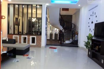 Bán gấp nhà mặt tiền Nguyễn Trãi, Bến Thành, Q1 góc Nguyễn Văn Tráng. DT 4.2x16m, 4 tầng