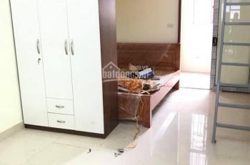 Cho thuê căn hộ 1 phòng ngủ đủ đồ có điều hòa, giường tủ, tủ bếp, DT 40m2 phố Trung Văn giá 4 triệu