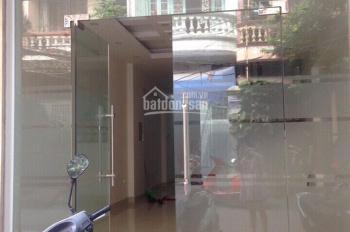 Cho thuê nhà trong ngõ 168 Hào Nam, 50m2 x 3 tầng, nhà mới xây, siêu đẹp, ô tô đỗ cửa, 17 tr/th
