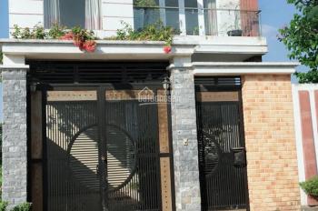 Nhà 1 trệt, 1 lầu, 3PN, 2WC gần chợ Hưng Long SHR 950tr/căn. LH 0938.190.419 Mr Huy