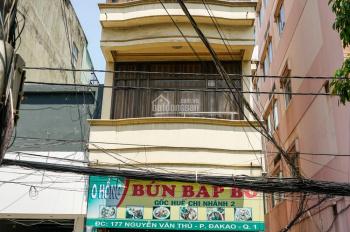 Căn hộ 401 - 30m2 - trung tâm Quận 1, đường Nguyễn Văn Thủ