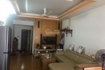 Bán căn hộ 3 phòng ngủ đường Nguyễn Trãi, giá 23 tr/m2, đầy đủ nội thất, sổ hồng vĩnh viễn