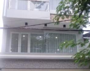 Cần bán nhà mặt tiền Bắc Hải Quận 10, DT: 4*18m, 2 lầu, giá chỉ 13.9 tỷ, thuê 40 tr/th