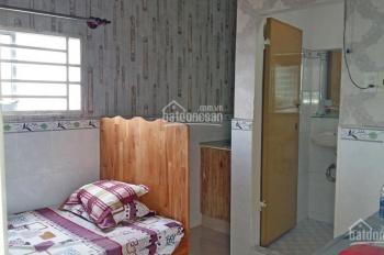 Phòng nhỏ cho thuê có cửa sổ, có đồ đạc+bếp+WC,  gần ĐH Cần Thơ, cầu Rạch Ngỗng 1, giá 3tr/th