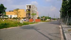 Bán lô đất 2 MT Nguyễn Hữu Thọ và số 15, Q7, phường Tân quy, SHR, giá 18tr/m2. LH 0931047891 An