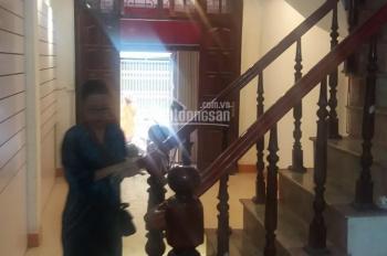 Cho thuê nhà phân lô ngõ 106 đường Hoàng Quốc Việt, DT 50m2 x 5 tầng, ngõ rộng 6m, 18 triệu/tháng