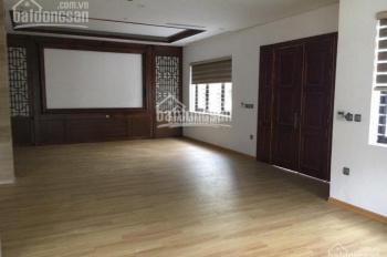 Cho thuê nhà phố Kim Mã 110m2 x 4.5 tầng có thêm sân rộng 60m2 nhà kiểu biệt thự giá 55 triệu/tháng