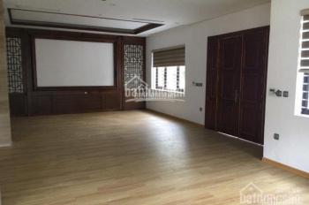 Cho thuê nhà riêng phố Giang Văn Minh 150m2x5 tầng, MT 10m, mỗi tầng 3P, giá 39tr/th hợp làm VP spa