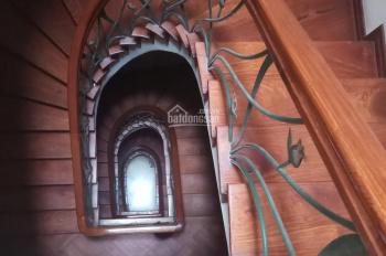 Cho thuê nhà riêng ngõ Hoàng Cầu, 50m2 x 3 tầng, MT 5m giá 18 tr/th, có điều hòa Sàn gỗ ngõ rộng