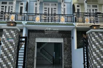 Bán nhà 1 lầu, 3PN gần chợ Hưng Long, Bình Chánh sổ riêng, LH 0936964272