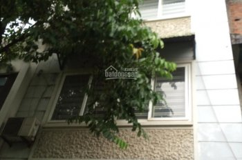 Cho thuê nhà ngõ 112 Trung Kính. DT 65m2, 5 tầng, đủ đồ, ô tô đỗ cửa