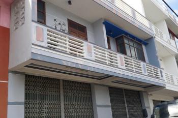 Cho thuê nhà mặt tiền 10m tiện lợi kinh doanh mặt đường Nguyễn Tất Thành, TP Tuy Hòa. LH 0986548222