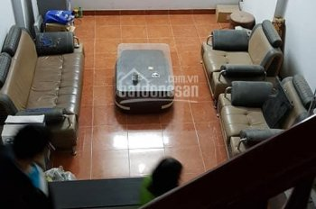 Cho thuê nhà ngõ phố Hoàng Cầu, 2 sàn thông, 5 phòng ngủ đủ đồ