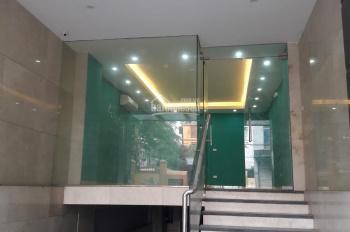Đang trống nhà 135 mặt phố Chùa Láng 130m2x 4 tầng, có thang máy và hầm, có 2 lối đi trước & sau