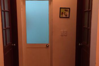 Chính chủ bán căn hộ chung cư 65m2, 2PN tại CC số 10 phố Hoa Lư, đầy đủ tiện ích, an ninh cao
