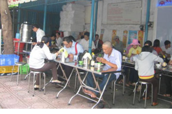 Sang quán cơm, điểm tâm sáng và điểm ăn vặt buổi tối ngay chợ Thủ Dầu Một