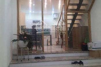 Cho thuê nhà ngõ phố Trần Duy Hưng, Trung Hòa, Cầu Giấy. DT 70m2 * 5 tầng mới xây, ô tô đỗ cửa