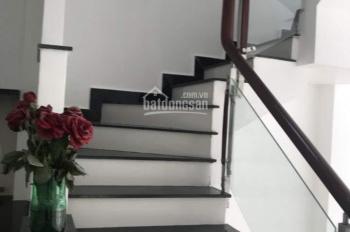 Nhà mới 80% hẻm 3.5m cách chợ Vườn Chuối 10m, DT: 3.3m x 7.3m. Giá 3.5 tỷ