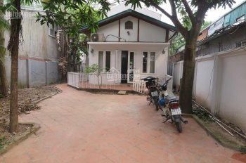 Cho thuê biệt thự sân vườn mặt ngõ to phố Đặng Thai Mai, Tây Hồ, Hà Nội