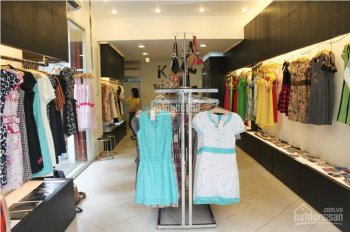 Sang nhượng cửa hàng thời trang mặt phố Xuân Thủy, quận Cầu Giấy, Hà Nội