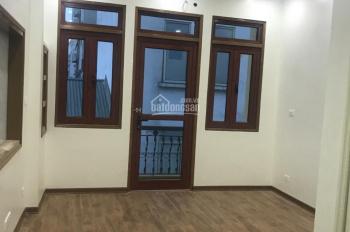 Cho thuê nhà mới phố Đội Cấn 50m2 x 5 tầng, MT 4m sàn thông, giá 22tr/th ô tô đỗ cửa, 0903215466