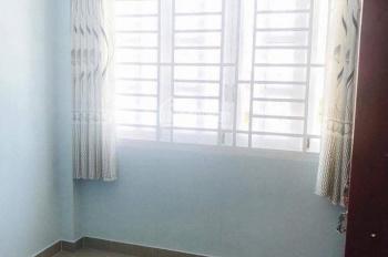 Cho thuê gấp nhà nguyên căn 1 trệt, 2 lầu, 2 phòng ngủ, 3WC, giá 10tr/tháng, nội thất cơ bản