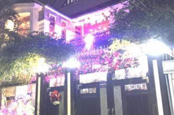Bán biệt thự mặt tiền đường D1, KDC Him Lam, Quận 7. DT 7.5x20m, hầm, 3 lầu, mái ngói, giá 25 tỷ