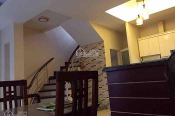 Cho thuê nhà riêng phố Vũ Thạnh 40m2 x 4 tầng mỗi tầng 1 phòng gần đủ đồ, giá 11 tr/th nhà đẹp