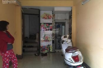 Cần cho thuê nhà mặt phố Cấm Chỉ, khu Hàng Bông, Tống Duy Tân nơi ăn uống sầm uất. Giá 7tr/th