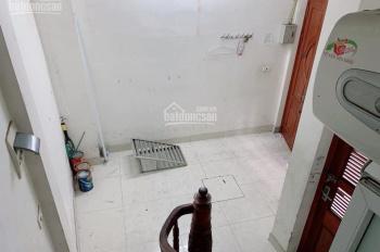 Cho thuê nhà 4 phòng ngủ, 4 tầng x 40m2, ngõ 40, phố Tạ Quang Bửu, giá 10 tr/th