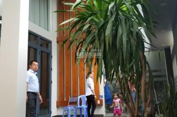 Cho thuê biệt thự mới đẹp có sân vườn hẻm xe hơi đường Phổ Quang. LH: 0919.83.62.67