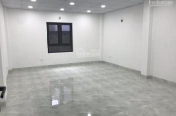 Cho thuê nhà mặt phố Phùng Hưng, vị trí trung tâm ngã 4, mặt tiền 9.5m, nhà 5 tầng