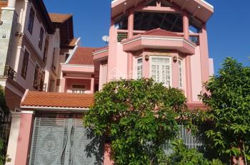 Cần cho thuê gấp biệt thự đường số Lê Văn Lương, P. Tân Phong, Quận 7, TPHCM. LH: 0933.316.799