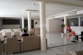 Cho thuê mặt bằng đường Đồng Nai quận 10, DT 300m2 có sẵn bàn ghế, MT lớn ngang 18m