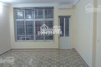 Cho thuê nhà riêng phố Lý Nam Đế 50m2 4 tầng, ô tô đỗ cửa giá 16 tr/th