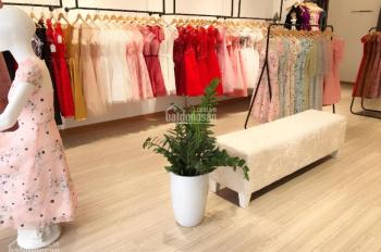 Sang nhượng cửa hàng thời trang cực đẹp mặt phố 85 Nguyễn Khang, 70m2, mặt Tiền 6m