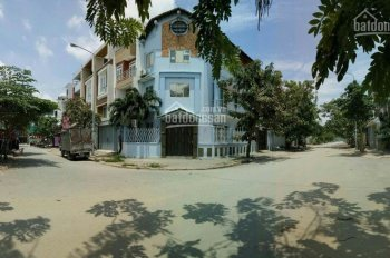 Nhà phố góc 02 mặt tiền. C9 - KDC Savimex, chợ Phú Thuận, P. Phú Thuận, Q7