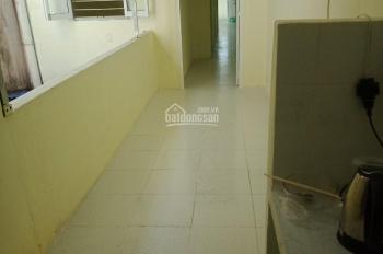 Bán căn hộ đối diện chung cư 155 Nguyễn Chí Thanh, 60m2 - 1.6 tỷ, lầu 3, nhà trống, sổ hồng riêng