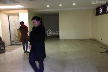 Cho thuê nhà 7T x 110m2, có thang máy ở đường Hồ Tùng Mậu