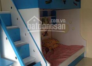 Do nhà đông con  và muốn di chuyển gần hỗ làm  nên cần bán căn hộ chung cư Sông Nhuệ, Kiến Hưng, Hà