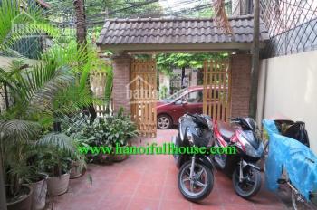 Cho thuê nhà riêng 4 phòng ngủ, sân vườn, gara ô tô ở Tây Hồ, gần đường Thanh Niên, LH: 0902134904