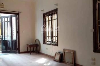 Cho thuê nhà riêng phố Quang Trung - Nguyễn Du, 32m2, 4 tầng, nhiều ánh sáng, đủ đồ, ngõ to 12tr/th