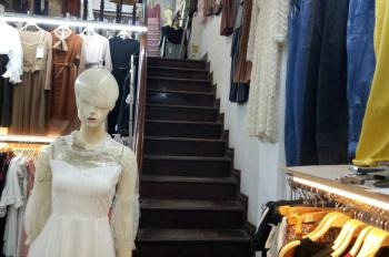 Chuyển nhượng cửa hàng quần áo đang kinh doanh ổn định tại chợ Nhà Xanh, Cầu Giấy