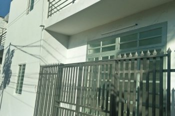 Bán nhà 1 trệt 1 lầu, gần vườn sơ ri Giáo Xứ Lộc Lâm