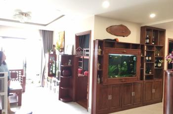 Nội thất gỗ giá tốt! Cần cho thuê Garden Gate 2+1 pn, full nội thất gỗ tự nhiên, tầng cao giá 20tr