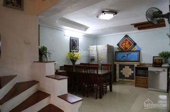 Cho thuê nhà 55m2, 4 tầng Dịch Vọng, đầy đủ đồ. Giá 13,5 tr/th