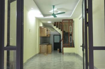 Bán nhà phố Vĩnh hưng Hoàng Mai, 32m2, 5 tầng ô tô đỗ cổng. Giá 2.5 tỷ, 0913571773