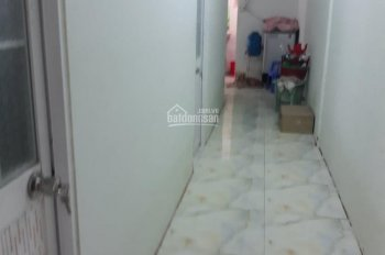 Nhà 110m2 có sổ riêng có 4 phòng 1 WC, có sân trước, sân sau, Quy Đức. LH 093 4444 697 gặp Sang