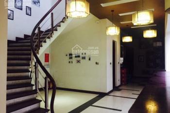 Cho thuê căn góc mặt phố Trần Xuân Soạn: 200m2 x 4 tầng thông sàn, mặt tiền 20m, xe để thoải mái